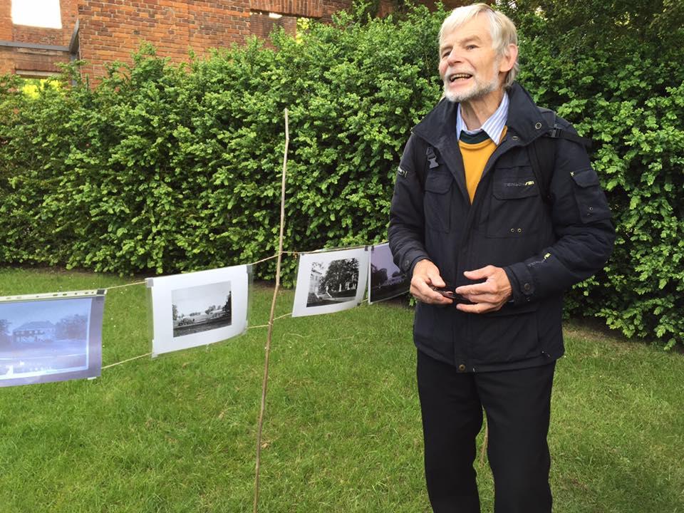 Onsdag den 3. juni var foreningen vært ved en guidet aftentur i parken. Med lokalhistoriker Finn Sørensen som guide og meget inspirerende fortæller fik vi mange grundige, levende og morsomme forklaringer på både historiske og naturvidenskabelige seværdigheder.