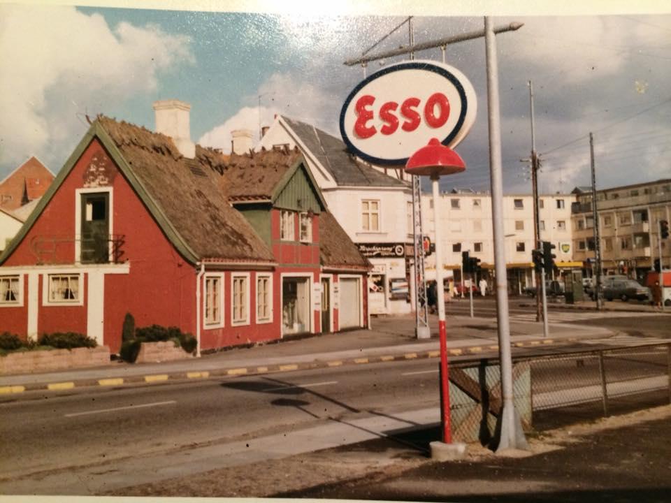 Hjørnet af Bagsværd Hovedgade og Vadstrupvej (Bagsværd Ligkistemagasin, ca.1965). Lagt på Facebook af Annemarie Bruun Nielsen